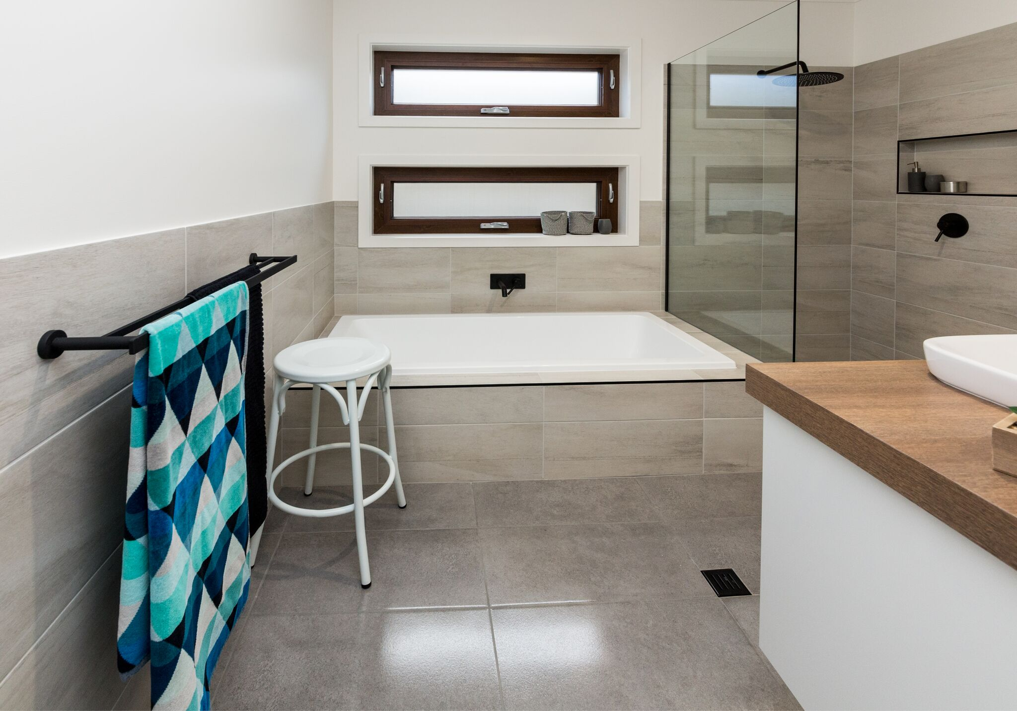 16 AlataloBros - Enviro9 - display home - woolshed estate - thurgoona - albury - house and land package - modern design - energy wise - new home - bathroom - Alatalo interiors