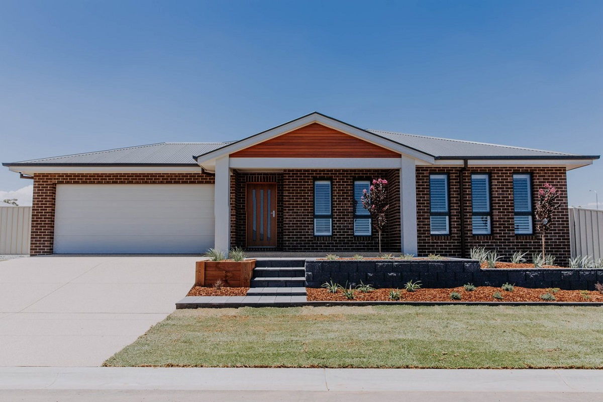 000 Alatalo Bros - paradise display home - wagga builders - new home - home design - interior design - homes - facade - exterior - custom design - brown brick home - display home - wagga homes - new home builder
