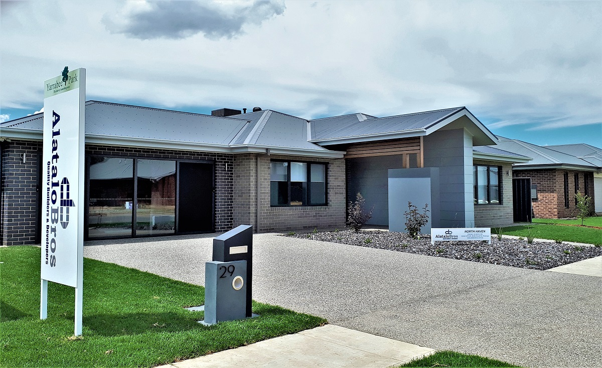 000 Alatalo Bros - Exterior - facade - modern design - display homes - albury - albury homes - custom homes - home design - thurgoona - wodonga - new home builder - home designer - display home - north haven