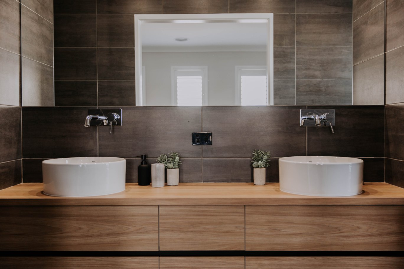 008 Alatalo Bros - new homes - display home - ensuite - bathroom design - timber grain - vanity - cabinet design - custom cabinets - bathroom cabinet design - interior design - his and hers - double vanity - master bathroom