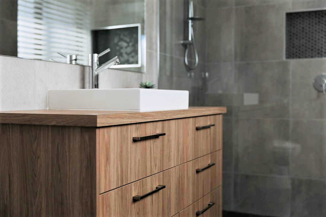 21 Alatalo Bros - Modern home - new home - home bathroom - builders - bathroom design - Albury - Wodonga - Wagga Wagga - new home builder - interior design service - bathroom vanity - bathroom cabinets - timber cabinet