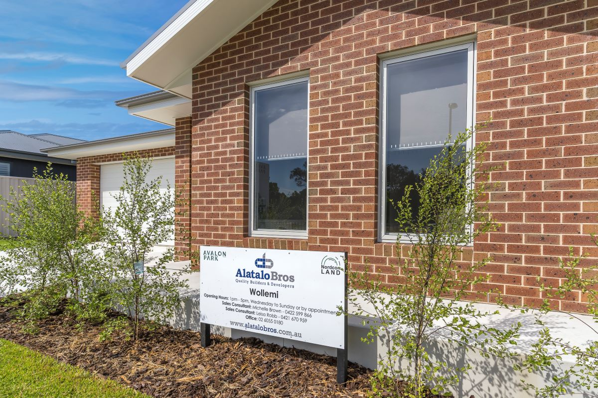 the wollemi- display home-home facade-brown brick-brick home-wodonga builder